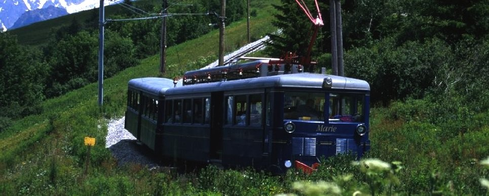 The mountain train of 'Nid d'Aigle'